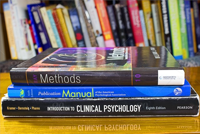 Bücherstapel Psychologie Methoden